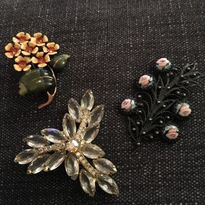 3 vintage pins/ brooches